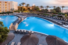 60-swimming-pool-36-hotel-barcelo-fuerteventura-thalasso-spa_tcm7-117797_w1600_h777_n