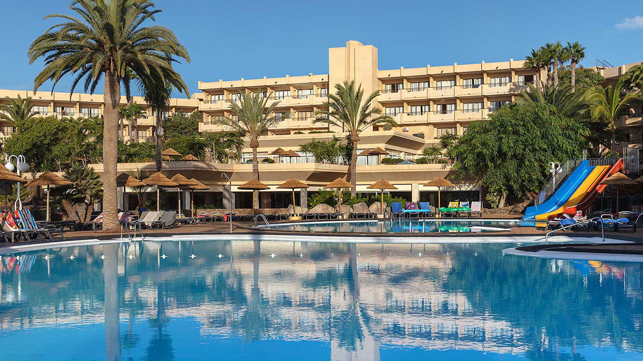 123-swimming-pool-7-hotel-barcelo-lanzarote-resort_tcm7-96089_w1600_n