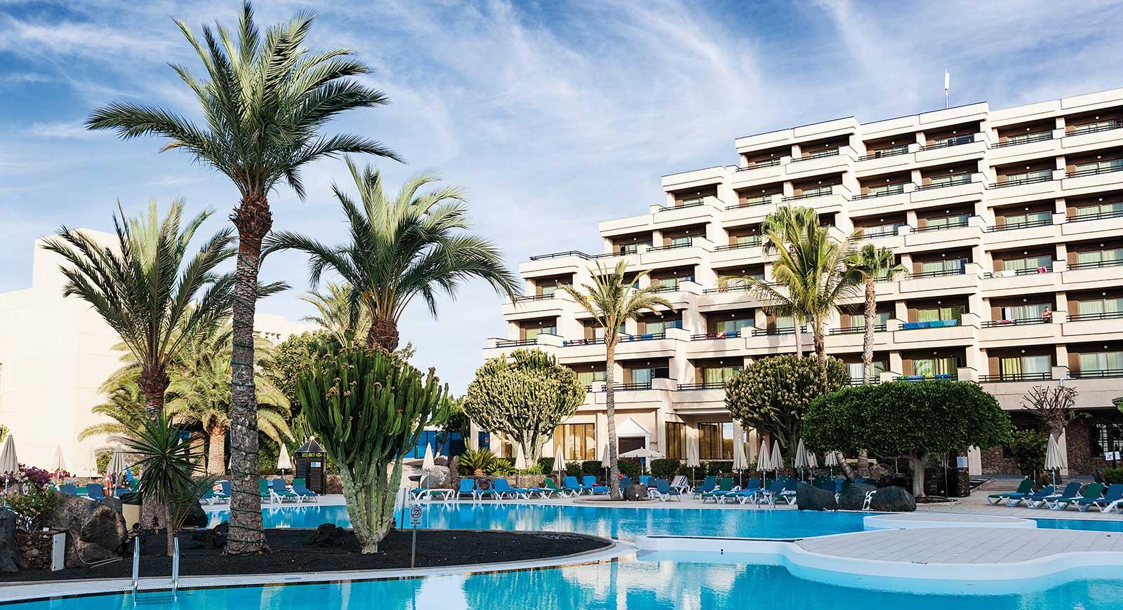 398-swimming-pool-2-hotel-occidental-lanzarote-playa_tcm7-91555_w1600_h870_n